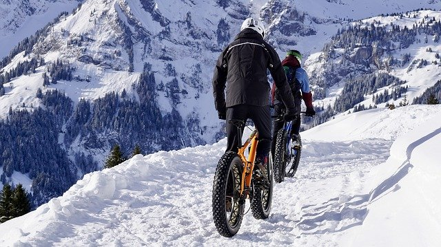 Glacier tour in fat e-bike
